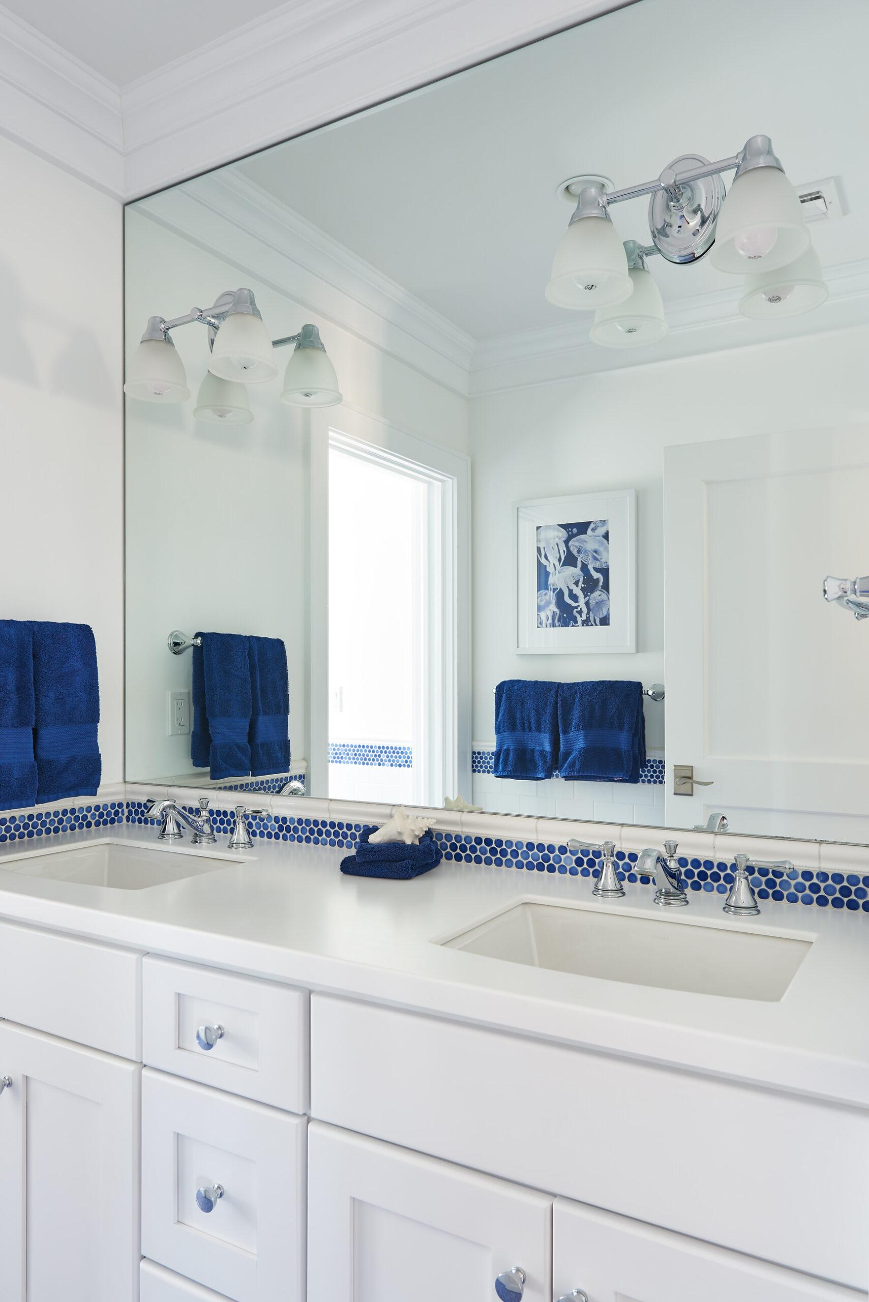 Mantoloking Beach House - bathroom - Kathryn Cook Interiors